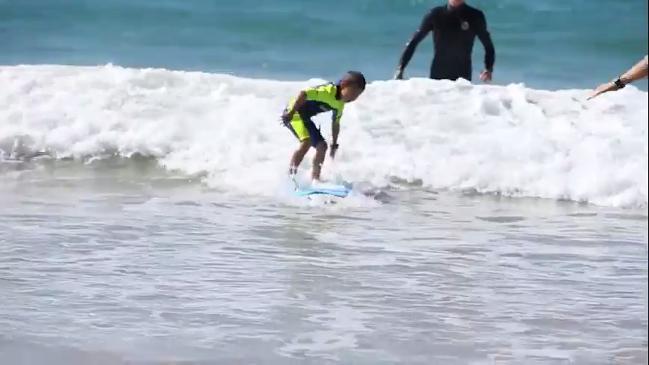 Surf star Bede Durbidge helps teach kindy kids to surf